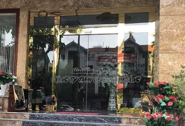 Các mẫu cửa kính cường lực lùa, cửa kính mặt tiền